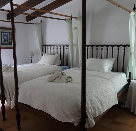 6 Canopy Bed Curtain Ideas